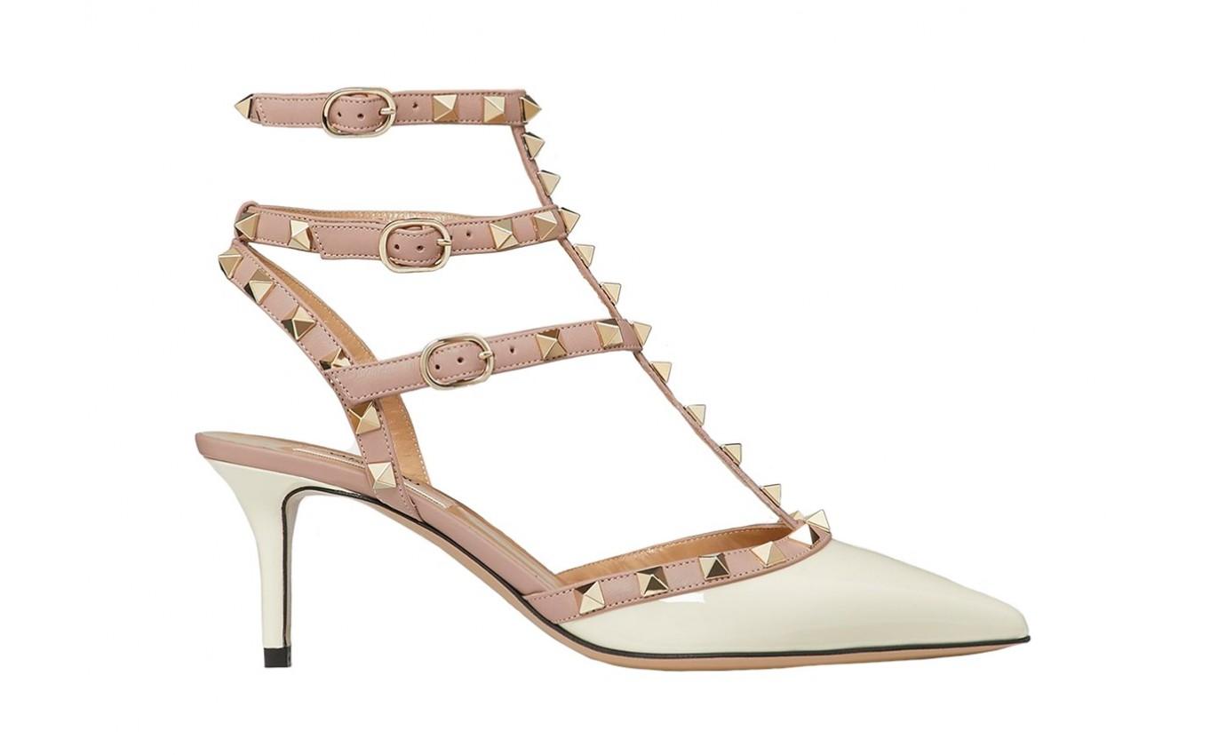 Escarpin de luxe Valentino Rockstud en cuir ivoire vernis et poudre  talon fin de 6 cm