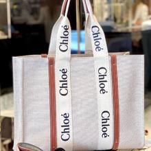 Journée shopping chic avec ce beau soleil ☀️ !!   Saint Laurent Tribute 595 €( disponible aussi en noir)   Cabas Woody Chloé 790€   #parenthesebordeaux #fashionstyle #chic #parentheseaddict #bordeauxcity