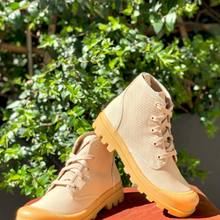 Qu'il pleuve ou qu'il fasse un grand soleil, les boots en toile de la blogueuse @pernilleteisbaek sont parfaites pour ce printemps-été !!  Qu'on les porte avec un petit short ou une longue robe , le style est garanti..  À découvrir sur notre site www.parenthesebordeaux.com avec toutes les autres nouveautés!!  💥 paiement en 4 fois sans frais  💥 livraison et retour gratuit  💥 pour tout renseignement appelez nous au 0556441091   #parenthesebordeaux #pernilleteisbaek #desertboots #spring2021 #shoppingonline