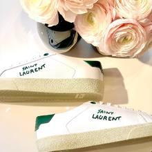 Et si on commençait la semaine du bon pied avec la sneaker  California de chez @ysl en vert !! 💚💚💚   California Saint Laurent 495 €  #beaucommeunlundi #sneakersaddict #saintlaurent #parenthesebordeaux #parentheseaddict