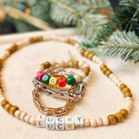 Parce que c'est ce dont nous avons besoin cette année au pied du sapin ..de la magie, de la chance et des bijoux !!! 🎄 Et puis surtout des jolies pensées et de belles vibes !! Venez nous voir chez Parenthese , nous avons plein de jolies idées cadeaux 🎁 . . #laurenrubinski #lovebeads #goldchocker #christmas2020 #parenthesebordeaux #parentheseaddict
