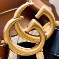 Bientôt de retour dans les stocks, la ceinture GG Gucci en cuir naturel ou en cuir noir dans les 2 largeurs ( pour les jeans la 4 cm ou la 2cm pour les robes et pantalons habillés) !! Un classique iconique qui sera très apprécié au pied du sapin cette année 🎁🥂🎄 . . . #guccibelt #iconicbae #musthave #christmasiscoming #parenthesebordeaux #parentheseaddict