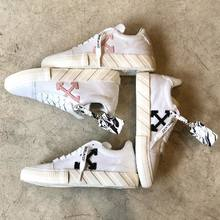 Vulcanized  by OFF__WHITE 💕  #parenthesebordeaux #offwhite #vulcanized #pink #black #sneakersoffwhite #luxe #streetstyle