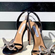 Amazing shoes 🤩 La Babe @aquazzura est arrivée en boutique !!  Quoi d'autre à vos pieds pour vos party night?   #dreamshoes #partyshoes #crystalvibes #parenthesebordeaux #parentheseaddict