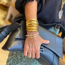 Un peu d'amour un peu de de soleil 🎶 ..  on adooore notre manchette @goossens_paris et aussi ce joli sac @balenciaga tout souple et chic pour démarrer la saison automnale !!   #goossens #fashionjewelry #chanel #balenciagabag #le13 #parenthesebordeaux #parentheseaddict