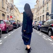 Look of the day …  Le sac Bambino, les sandales en mouton Rond Carrée et la veste d'homme, le tout est de @jacquemus   #jacquemus #parenthesebordeaux #parentheseaddict